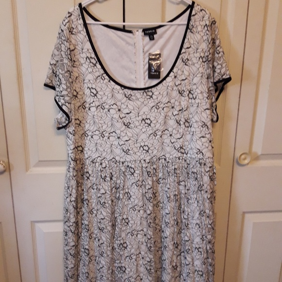 torrid Dresses & Skirts - Torrid Lace Pleated Dress